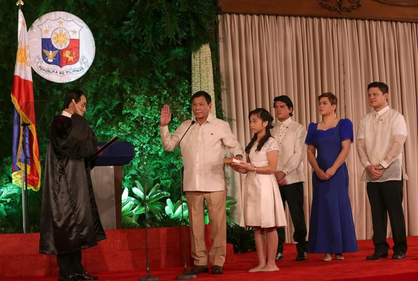 rodrigoDuterte_oath_taking_6-30-16